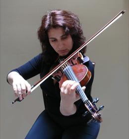 alina raskin plays violin